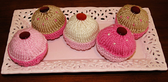 knitted cupcakes for imaginative play