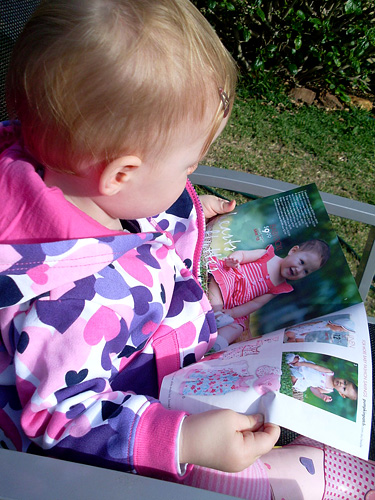 toddlers and role play reading