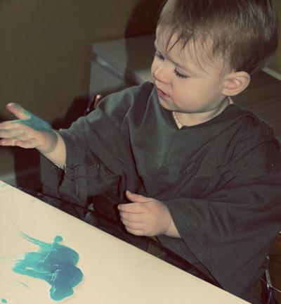 Toddler art experiences-Edible Fingerpaint via Childhood 101