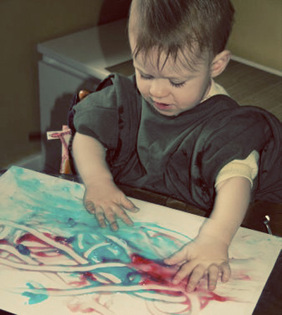 Toddler art experiences-Edible Fingerpaint via Childhood 101