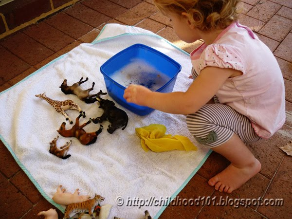 Sensory play: Washing Animals Bin