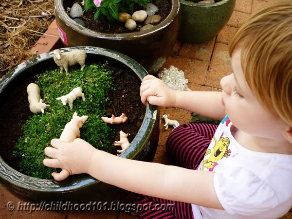 sensory play washing animals