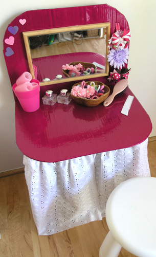 Post image for DIY Kids: Play Dressing Table from a Cardboard Box