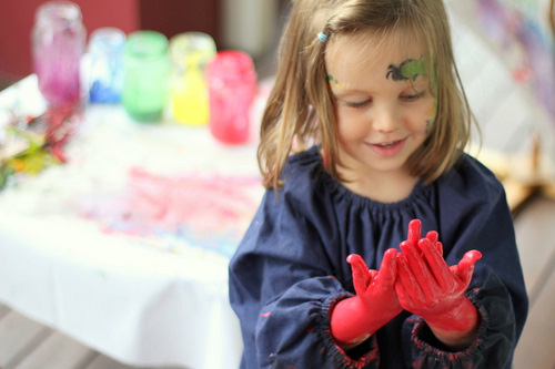 Active Learning Through Messy Play