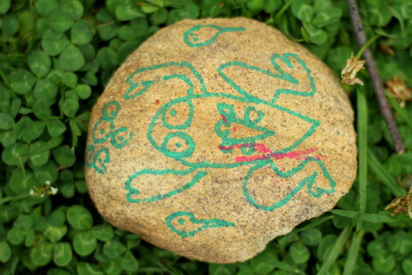 Outdoor activities with kids - Draw on rocks