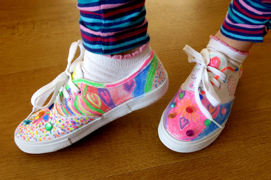 Childhood 101_Decorate canvas tennis shoes