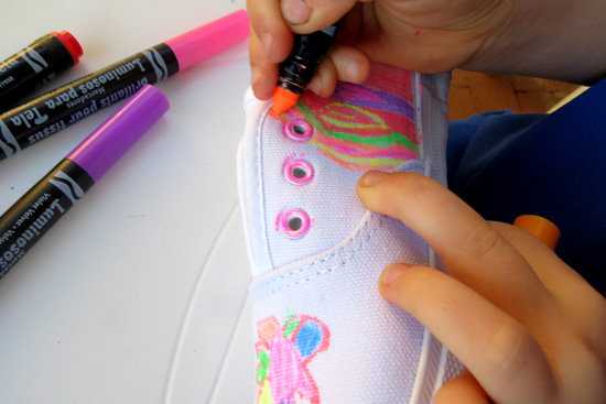 Childhood 101_Decorate your own canvas tennisshoes
