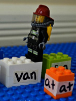 reading-game-with-Lego