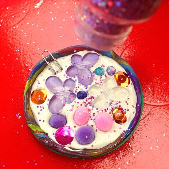 Christmas ideas- Homemade decorations for kids to make via Childhood 101