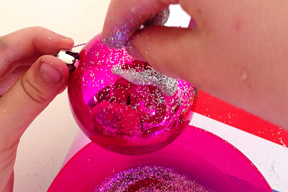 Christmas ideas-glitter baubles | Childhood 101