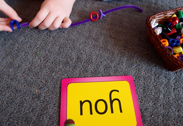 Sight word and high frequency word activitiy ideas via Childhood 101