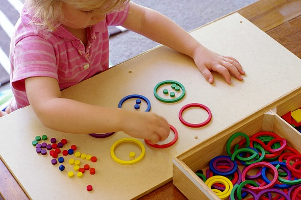 Activities for toddlers: Colour sorting