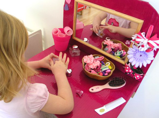 21 fun fabulous pretend play spaces for imaginative kids for Dressing table beauty parlour