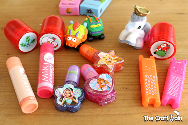 What to include in homemade Christmas crackers