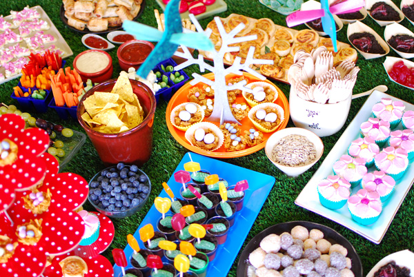 How to throw a fabulous garden themed birthday party 20 for Food garden ideas