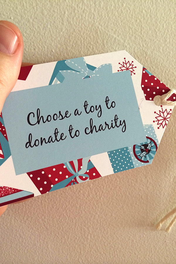 Printable Random Acts of Kindness Cards for kids. Perfect for Advent