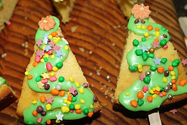 Christmas tree cakes and one bowl cake recipe: Cooking with kids