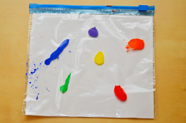 Toddler art: Exploring Colour Mixing with Mix It Up