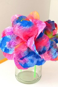 Kids Craft Ideas: Drip Painted Paper Towel Flowers