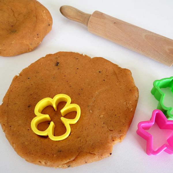 Spiced citrus playdough recipe. Fabulous sensory play recipe for Autumn/Fall.