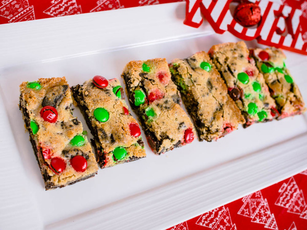 Christmas M&M Cookie Bars Recipe