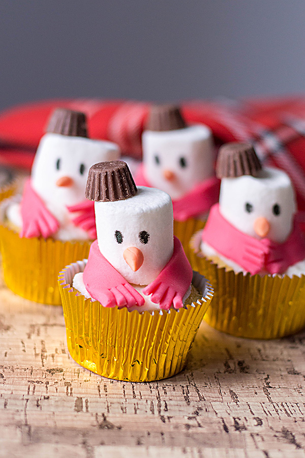 Christmas cupcakes tutorial for snowman cupcakes