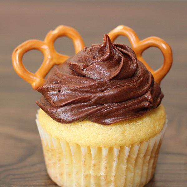 Easy Christmas Cupcakes tutorial reindeer cupcakes