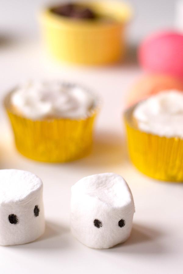 Christmas cupcakes: Marshmallow Snowmen